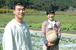鍬(くわ)を手に自然と歩む有機農業 牧野太朗さん(34)=高知県宿毛市