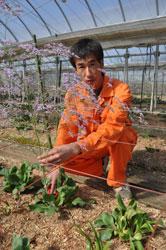 花で笑顔を 和田康伸さん(35)=福島県須賀川市