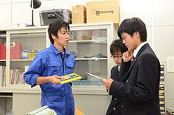 生徒と共に... 山根正博さん(35)=仙台市太白区