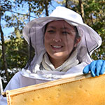 ミツバチが高校生の未来をかなえる『養蜂業』で起業 宮本麗(うらら)さん=広島県立油木高2年