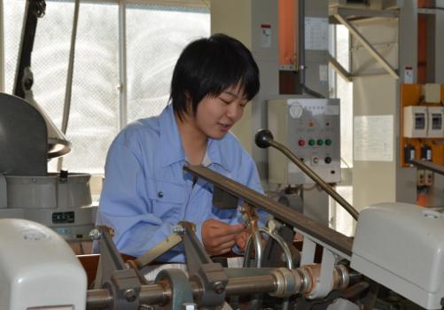お茶と共に 松延真澄さん(17)=福岡・八女農業3年