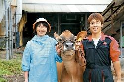 息子さんとジャージー牛とともに