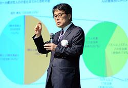 特別講演「人口減少時代の設計図」をする選考委員長の増田寛也氏