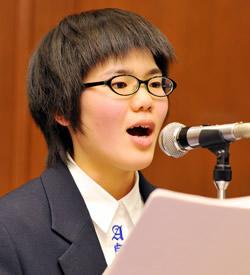 司会を務めた兵庫県立淡路高校の渋 谷菜々美さん