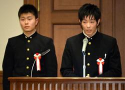 高校生部門・大賞を受賞し、発表す る岩手県立宮古工業高の生徒たち