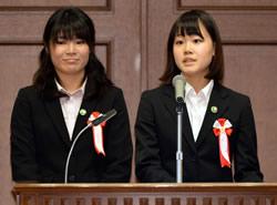 大学生部門・優秀賞を受賞し、発表 する静岡大学教育学部藤井基貴研究室の学生たち